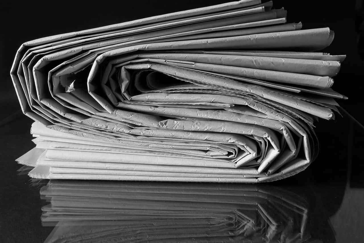 עיתונים מקופלים